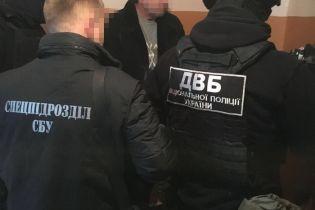 """На Одещині """"на гарячому"""" попався підполковник поліції під час отримання хабара"""