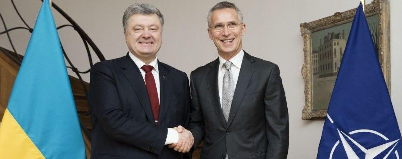 Порошенко поблагодарил Столтенберга за поддержку Украины и открытые двери НАТО