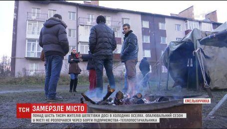 На Хмельниччині містяни взяли в облогу газову трубу, аби її не відрізали через борги
