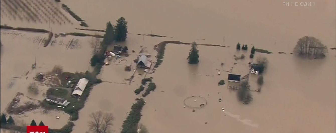 В США наводнение выгнало из домов несколько сотен людей
