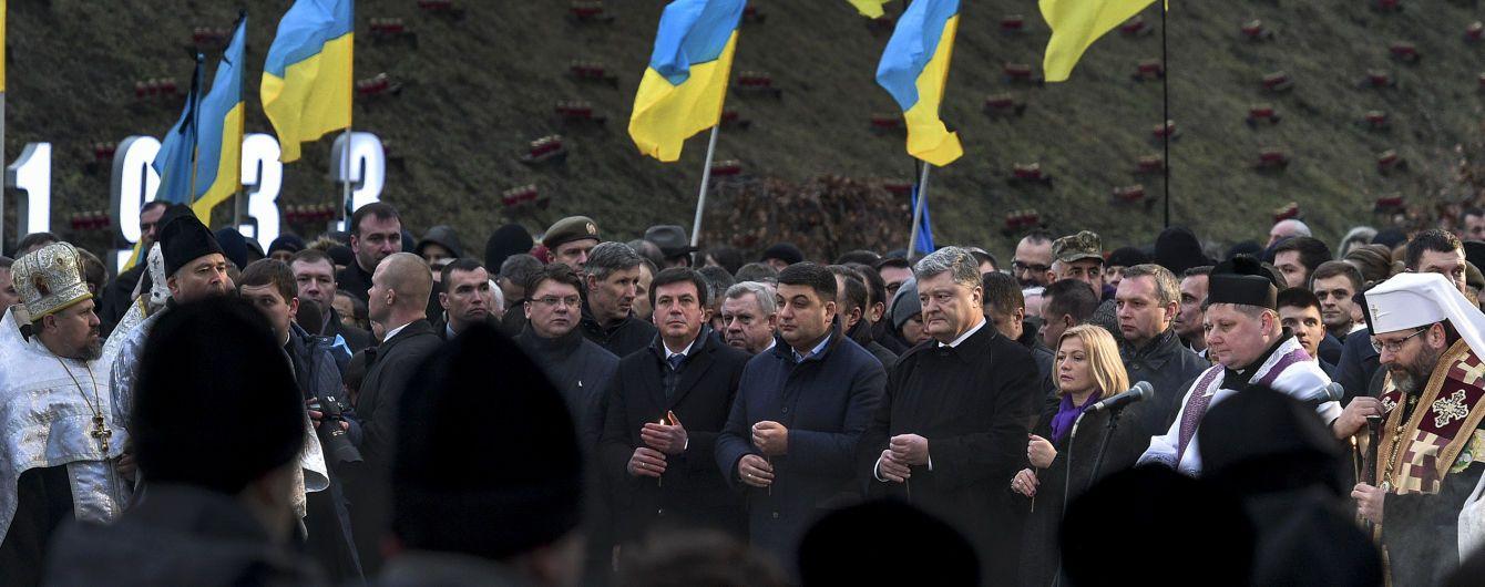 Военнослужащий Президентского полка потерял сознание на церемонии чествования жертв Голодомора