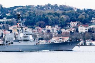 Американский ракетный эсминец зашел в Черное море
