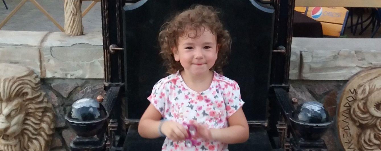 Батьки 4-річної Вікторії збирають кошти на кохлеарний імплант для доньки