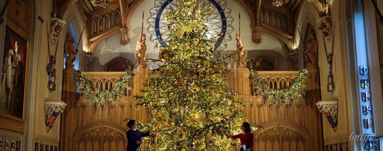 В замке королевы Елизаветы II уже установили праздничную елку