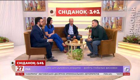 """В студии """"Сніданка"""" корреспондент и ведущий Руслан Ярмолюк и оператор Валерий Ситюк"""