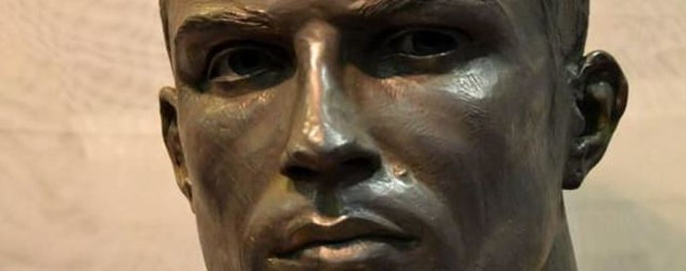 Роналду наконец-то обзавелся скульптурой, которая похожа на него