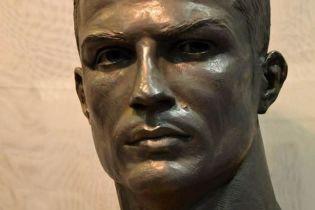 У Роналду нарешті з'явилася скульптура, яка схожа на нього