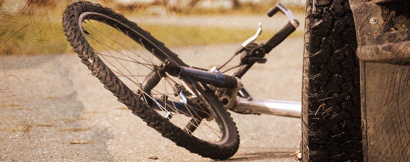 Загадкова аварія. На Рівненщині водій BMW збив велосипедиста і викрав його з місця ДТП