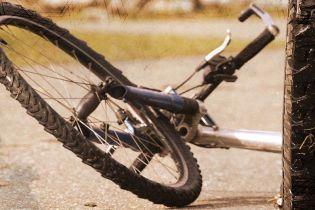 На Львівщині поліцейська на смерть збила велосипедистку