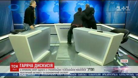 На грузинском телевидении эксперты устроили горячую дискуссию и начали бросаться стаканами