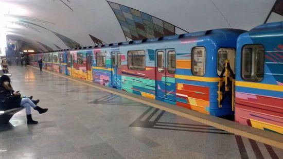 """У Києві """"замінували"""" станцію метро, після перевірки вибухових пристроїв не знайдено"""