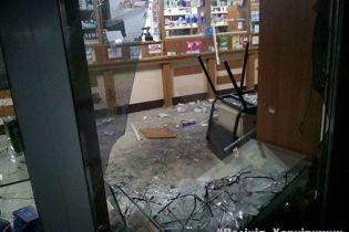"""На Харьковщине задержали банду, которая два года делала """"набеги"""" на аптеки"""