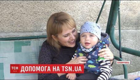 Батьки трирічного Микити збирають гроші, аби дитина знову могла пересуватися