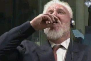 Хорватський генерал, котрий випив отруту на засіданні суду в Гаазі, помер у лікарні