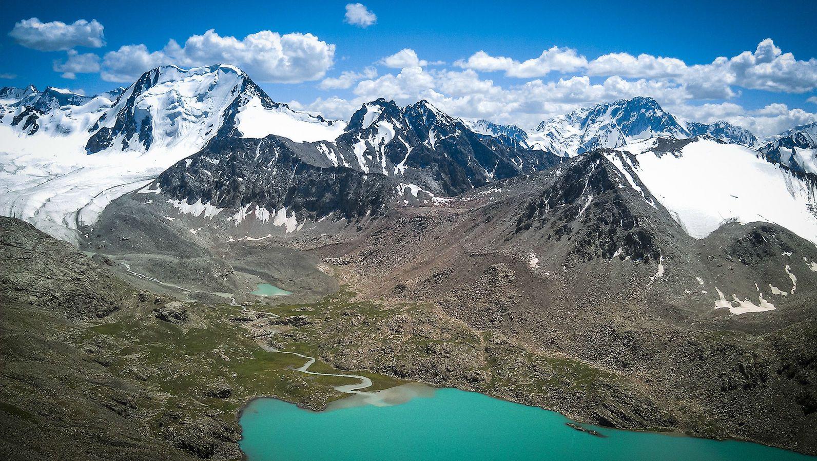Киргистан, блакитне озеро