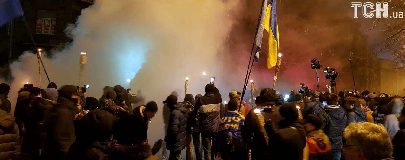 Возле здания МВД полиция силой разогнала мирную акцию к годовщине событий на Майдане