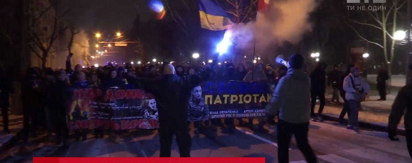 """Ультрас """"Динамо"""" і """"Десни"""" об'єдналися в спільній ході заради ув'язнених фанатів луганської """"Зорі"""""""