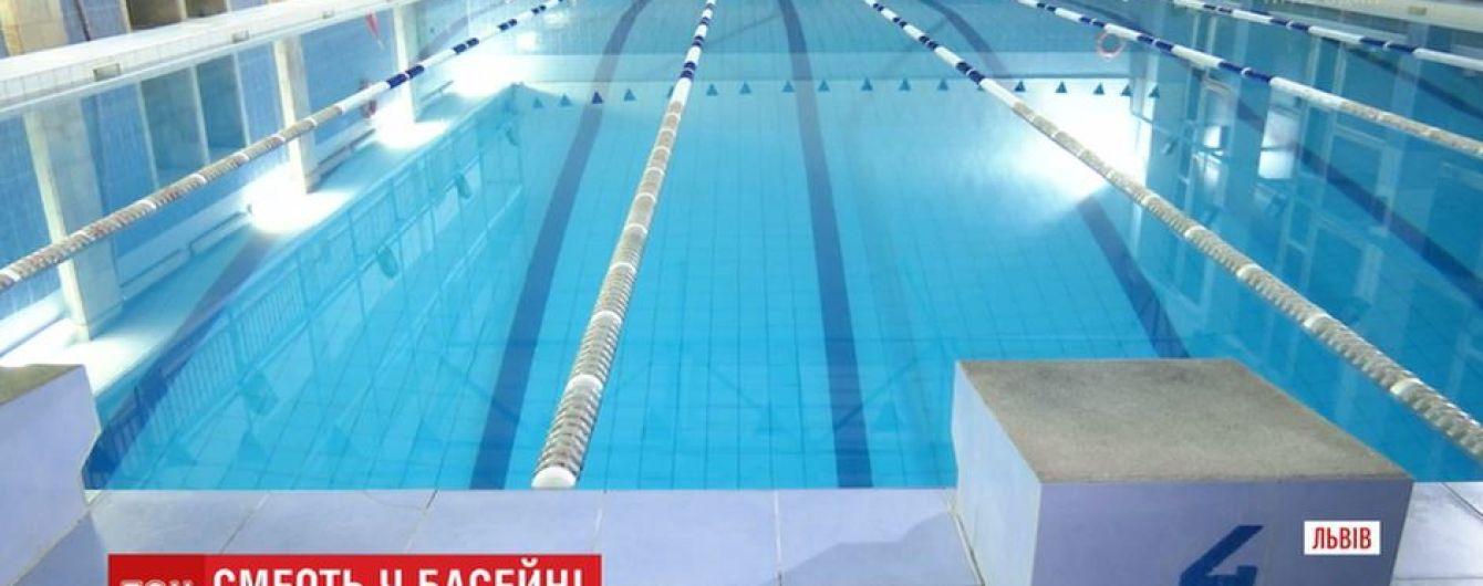 Отец студента, который утонул в бассейне во Львове, никого не обвиняет в смерти ребенка