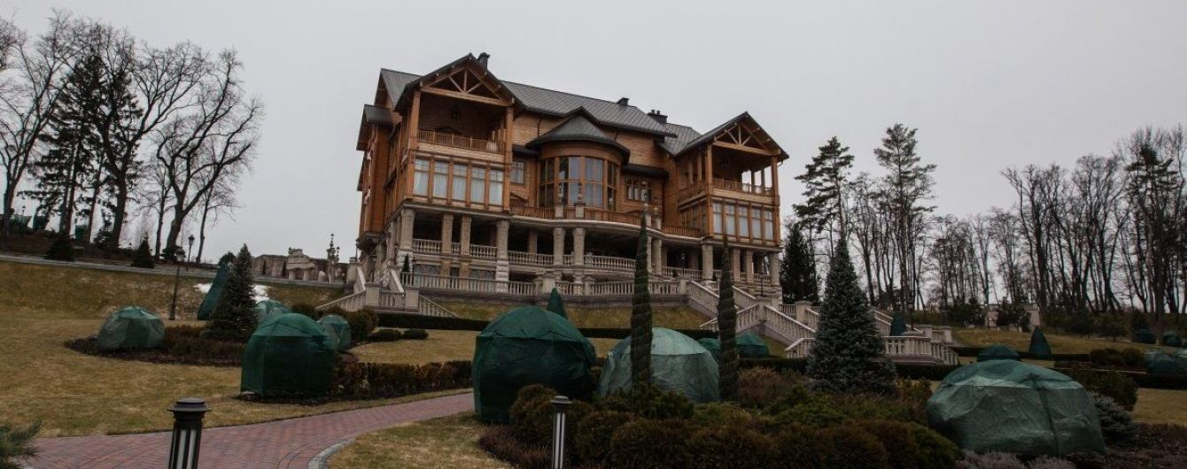 Вивозили речі фурами. Керівник охорони Межигір'я розповів про захоплення резиденції Януковича
