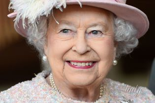 Во всем розовом: нежный образ 91-летней королевы Елизаветы II