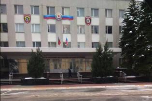 В окупованому Луганську на адмінбудівлі розвісили прапори Росії