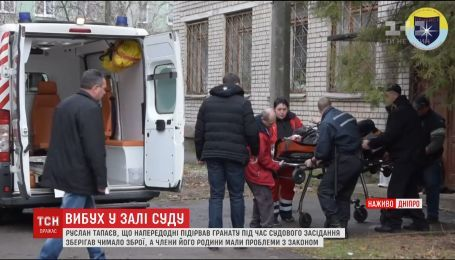 Взрыв в Никополе: мужчина взорвал в суде две гранаты, есть погибшие