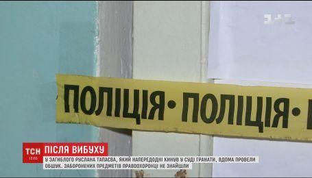 Взрыв в Никополе: полиция обыскала авто мужчины, который принес в суд две гранаты