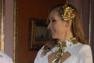 В белоснежном платье с баской: элегантный образ Кати Осадчей на модном показе