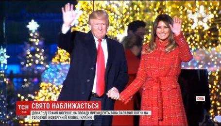 Трамп зажег праздничную елку в президентском парке Вашингтона