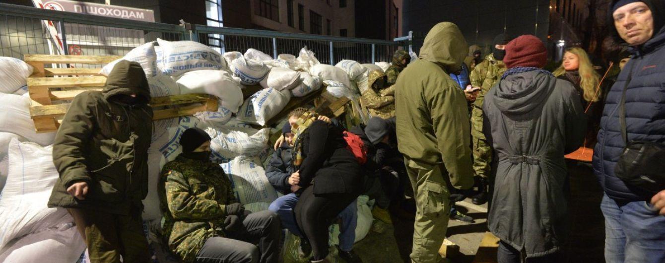 """Активисты сняли блокаду с телеканала NewsOnе и анонсировали блокирование """"Интера"""""""