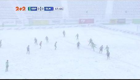Снеговики вместо голов: как метель во Львове остановила матч Карпаты - Олимпик