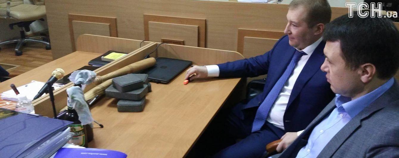 Адвокату Януковича може зійти з рук бруківка та коктейлі Молотова в суді