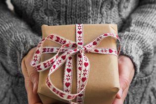 Украинские чиновники перед Новым годом массово игнорируют закон про дорогие подарки
