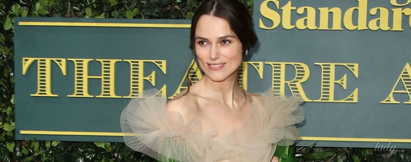 Снова худая: Кира Найтли появилась на красной дорожке в красивом платье от Valentino