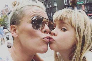 6-річна донька Пінк хоче одружитися на жінці