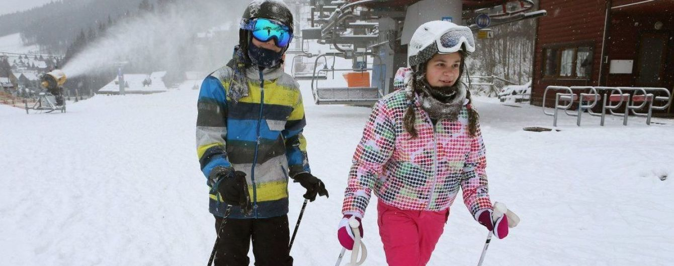 В Украине стартовал лыжный сезон, в Буковеле открыли первые две трассы