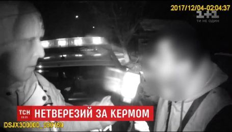 В Черновцах пьяный водитель убегал от полиции в компании с беременной женой