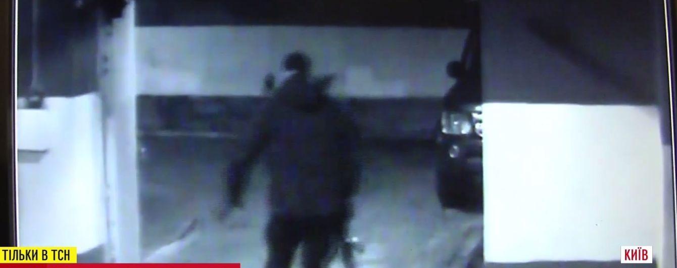 У Porsche Дениса Гармаша влучило 14 куль, злодія зафіксувала камера спостереження