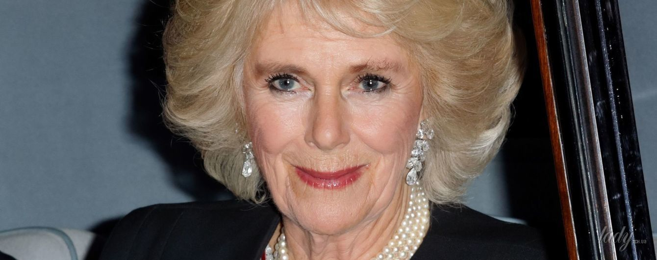 С красивым макияжем и неудачными бровями: герцогиня Корнуольская на торжественном приеме