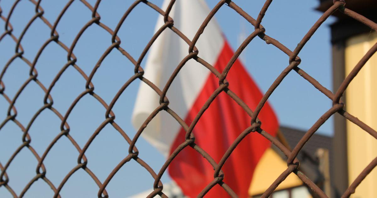 """Сенат Польши посреди ночи принял скандальный закон о запрете """"бандеровской идеологии"""""""