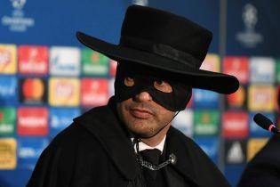 """Тренер """"Шахтаря"""" дотримав слово і вбрався у костюм Зорро"""