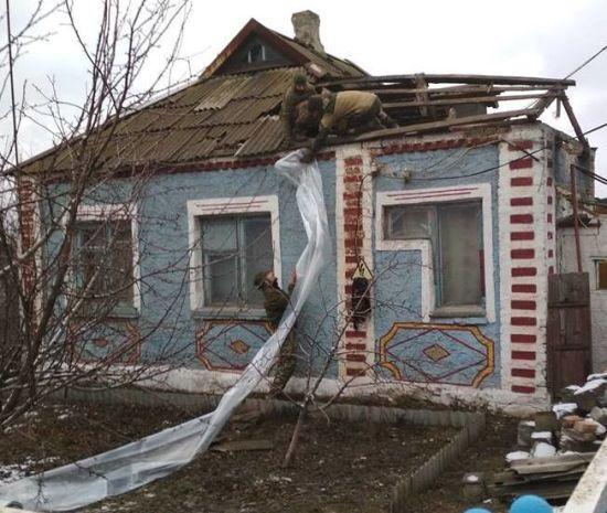"""Окупанти свідомо """"перестрілюють"""" позиції полку """"Азов"""" і б'ють по Травневому"""