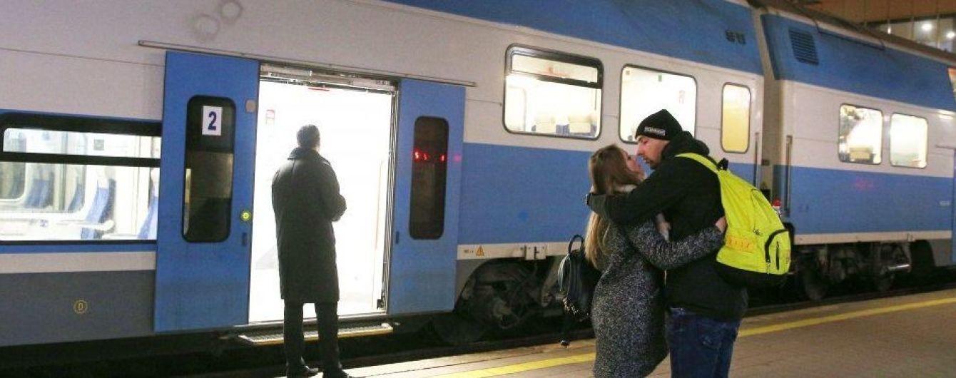 """На рождественско-новогодние праздники """"Укрзализныця"""" назначит 34 дополнительных поезда. Полный перечень"""