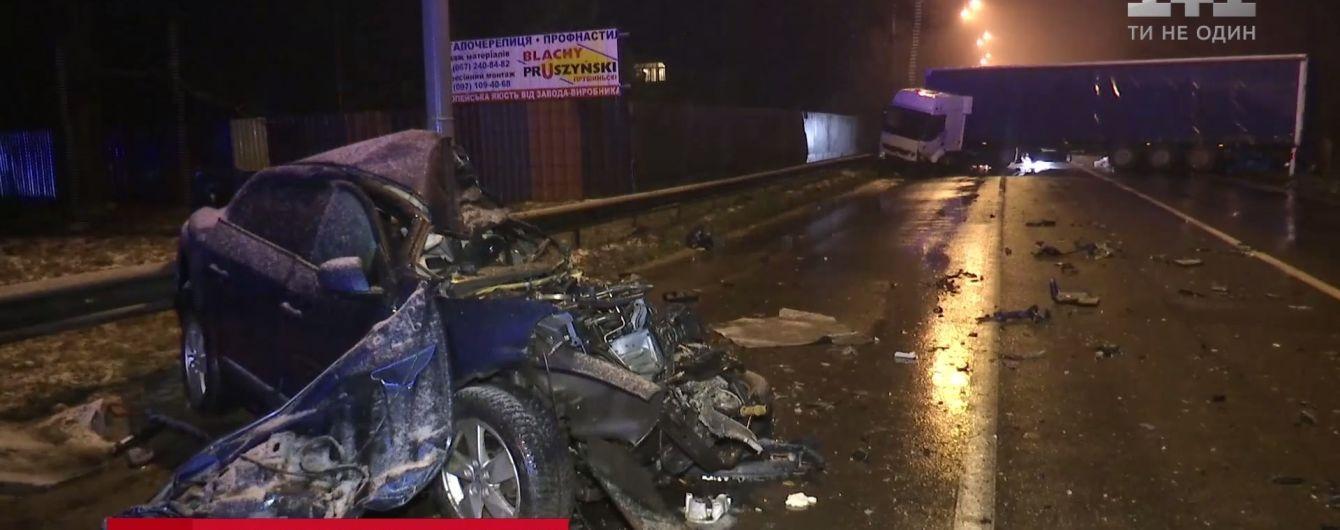 Смертельное ДТП с фурой на окраине Киева: причиналобового столкновения машин до сих пор не установлена