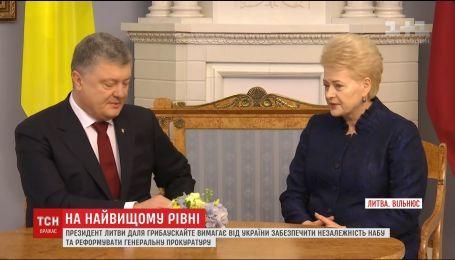 Порошенко пришлось оправдываться перед президентом Литвы из-за давления на НАБУ