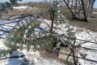 На Луганщині через негоду впала енергосистема, тисячі українців залишилися без світла