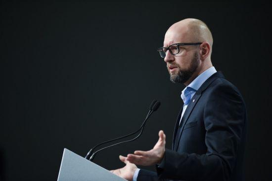 НАБУ відкрило справу щодо Яценюка та міністра юстиції Петренка. В уряді заявили про тиск на державу