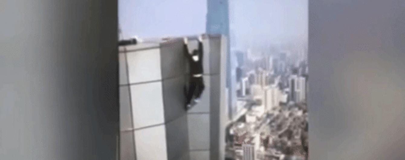 Китайский руфер случайно снял на видео собственную смерть