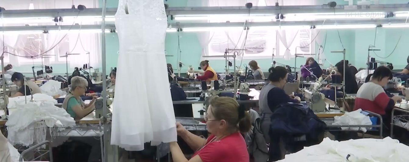 Dolce   Gabbana та Moschino шиють одяг в Україні без етикеток Made in  Ukraine 070b2078d809b