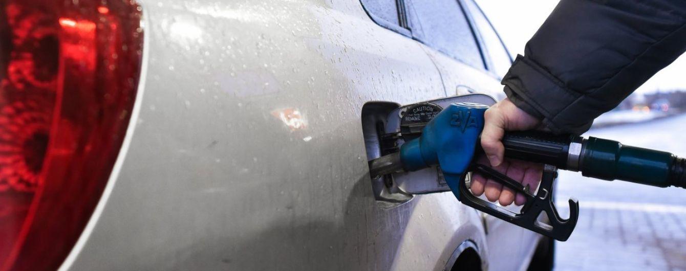 Скільки коштує заправити авто на АЗС. Середні ціни на 1 січня